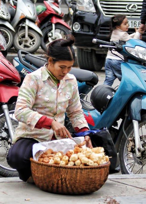 amazing street donuts in hanoi